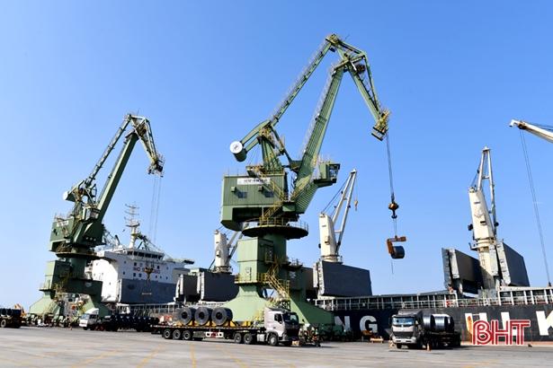 Hơn 6,6 triệu tấn hàng hóa thông qua cảng Sơn Dương
