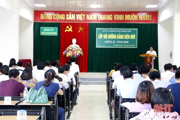 Thêm 106 quần chúng vào hàng ngũ Đảng khối Doanh nghiệp Hà Tĩnh