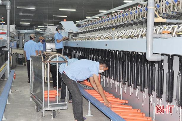 """Ngân hàng """"bơm"""" vốn, giúp doanh nghiệp Hà Tĩnh phát triển sản xuất"""