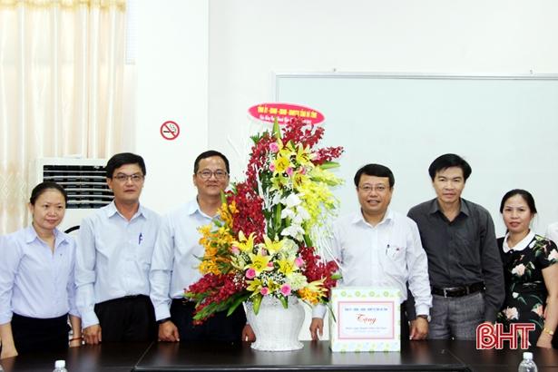 Phó Chủ tịch UBND tỉnh Dương Tất Thắng chúc mừng các doanh nghiệp ở Kỳ Anh