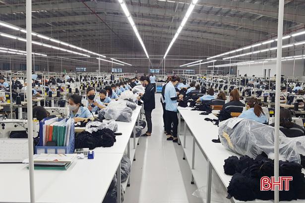 Ứng phó dịch Covid-19, doanh nghiệp Hà Tĩnh giảm chi phí, tập trung đơn hàng nhỏ